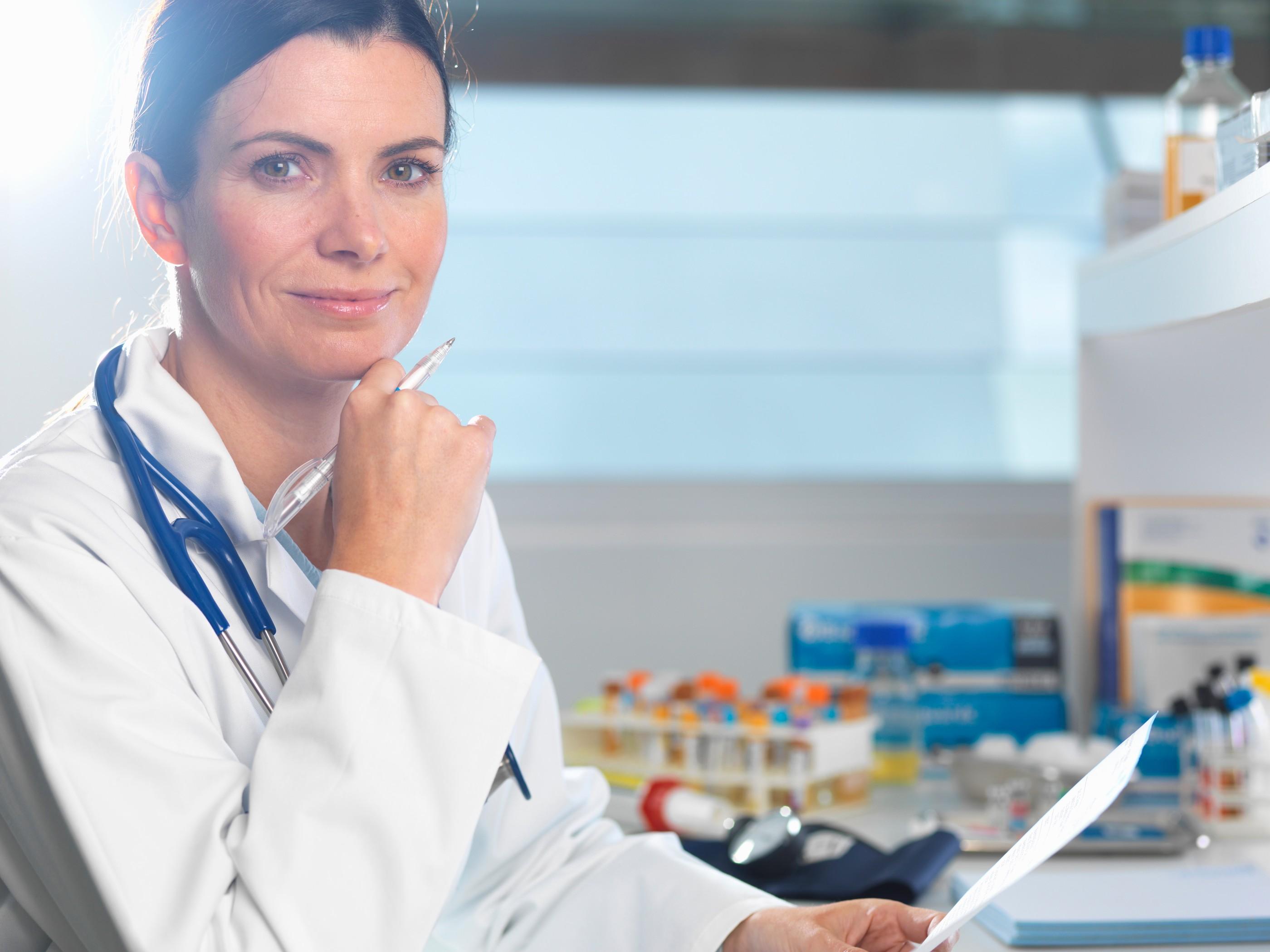 Kvinnelig helsepersonell