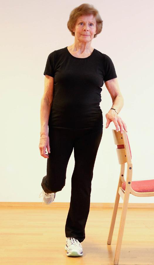 Kvinne står på ett ben