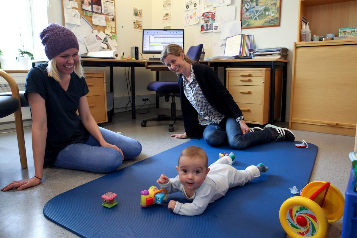 Mor og barn hos helsesykepleier
