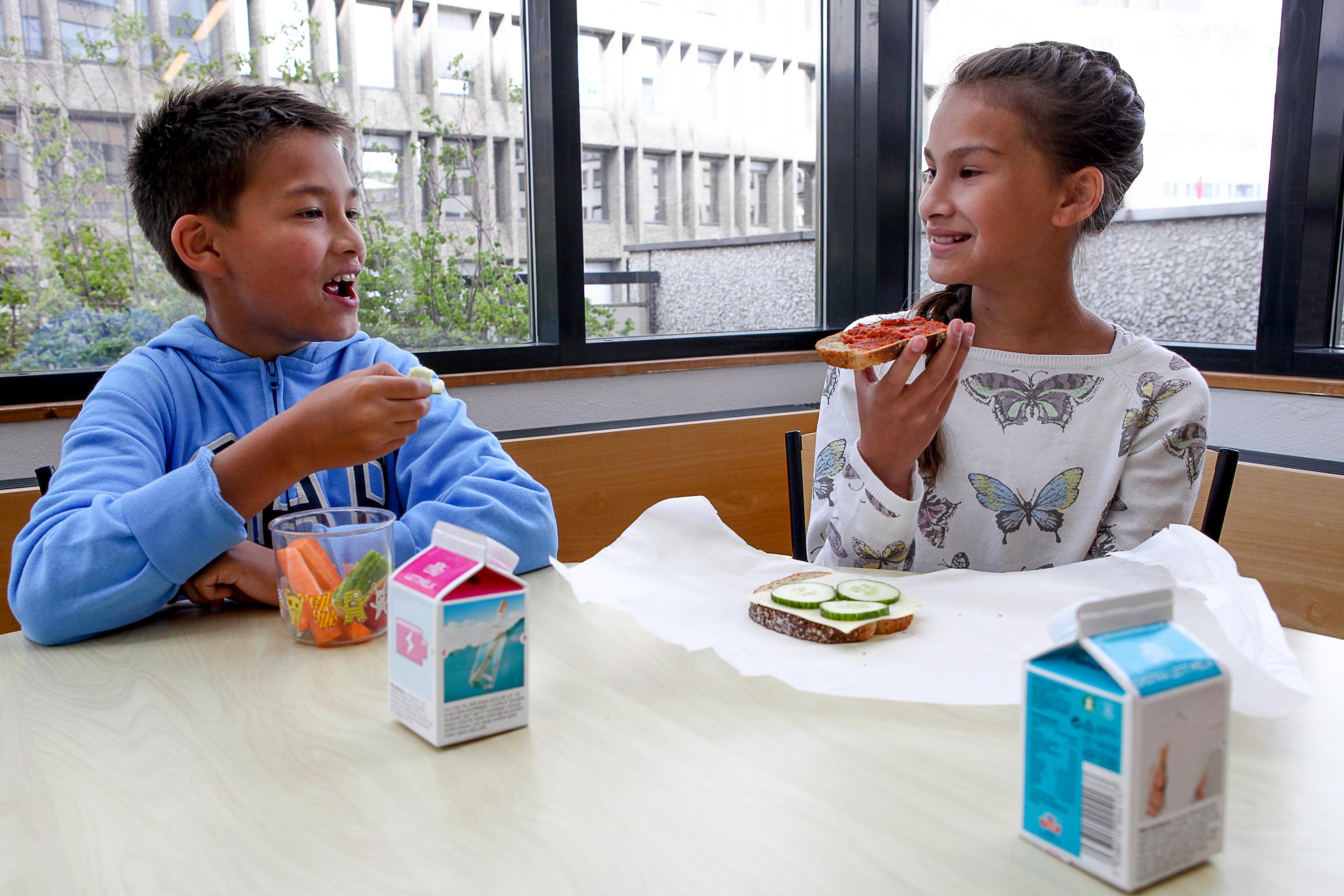 For barn over 6 år gjelder de samme kostrådene som for voksne.
