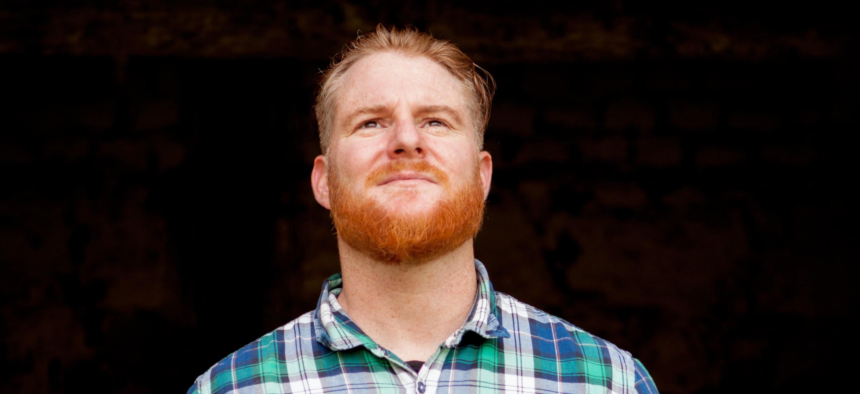 Mann med rødt skjegg