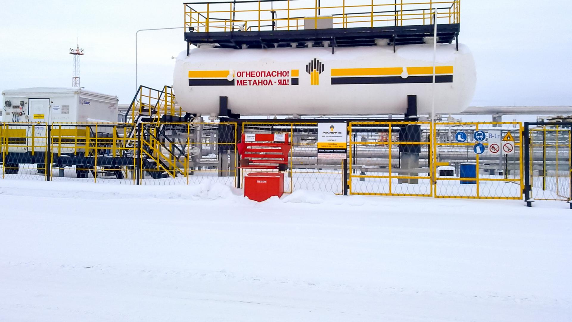 Bilde av en stor beholder av metanol