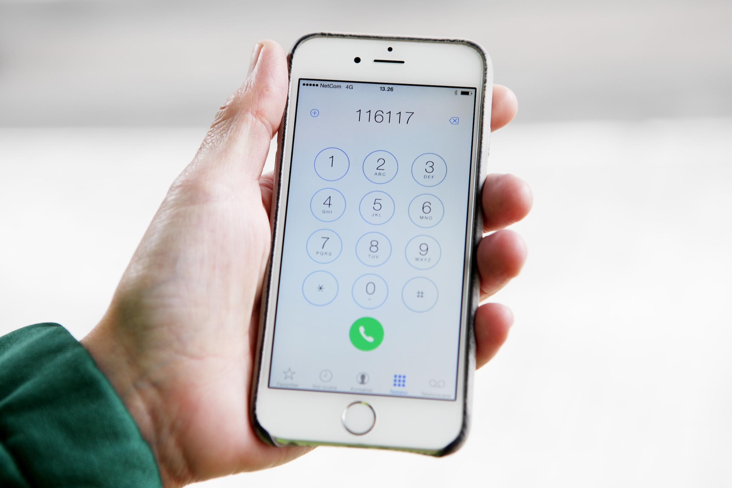 Bilde av mobilskjerm med legevaktnummeret