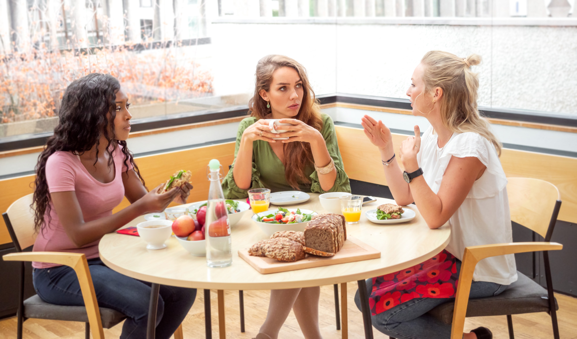 Vennegjeng spiser vegetarmat