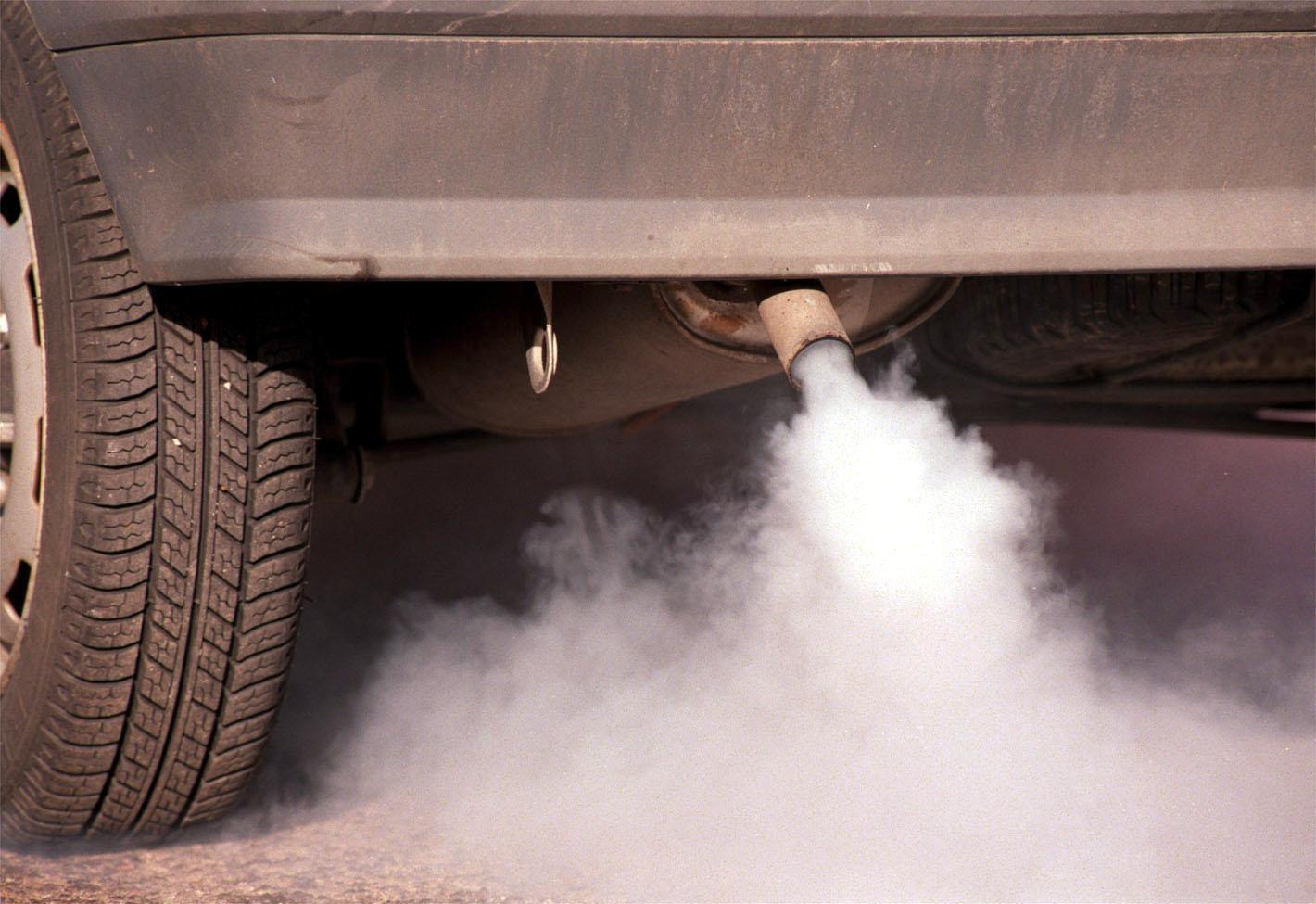 Karbonmonoksid er en svært giftig gass, kommer ut av eksosrør på bil
